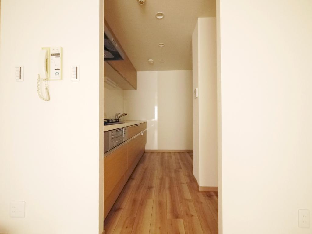 北欧風ラスティック-キッチン入口