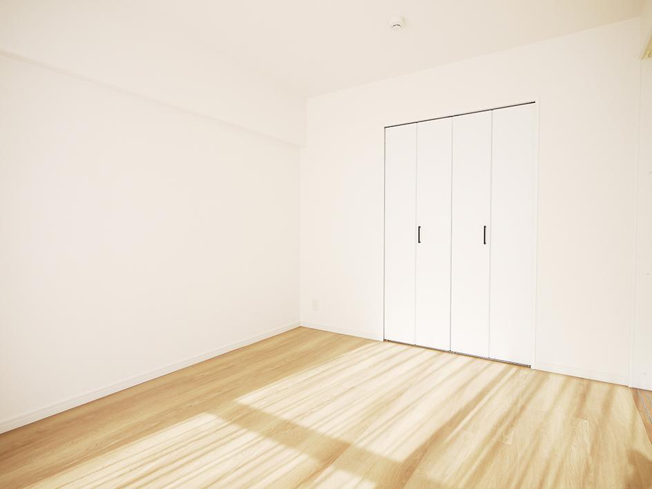 200木目が映えるキッチン-洋室3
