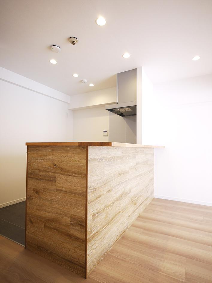 200木目が映えるキッチン-キッチンカウンター