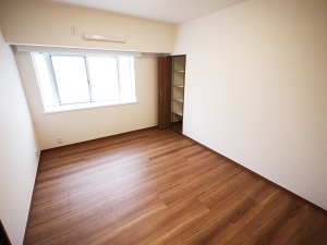 201-洋室2収納棚