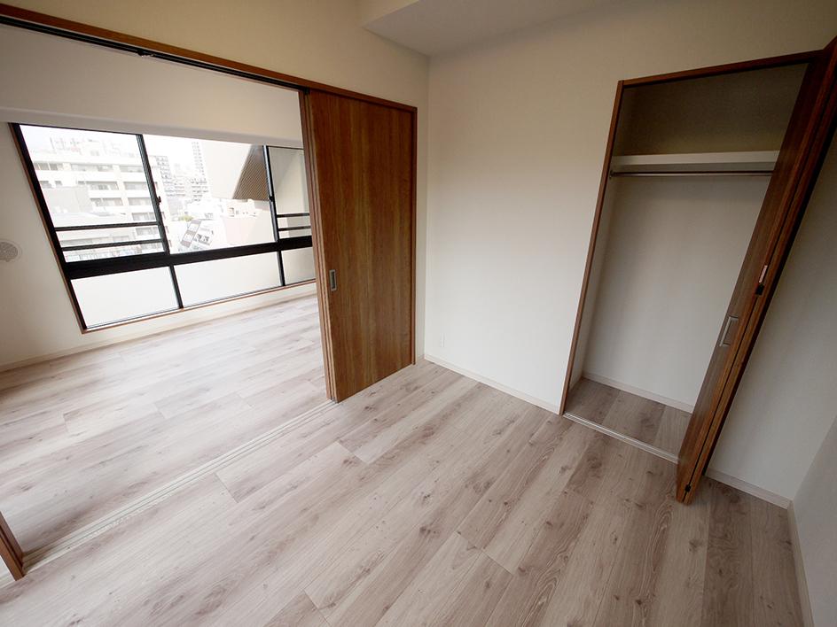 215-洋室1 収納側