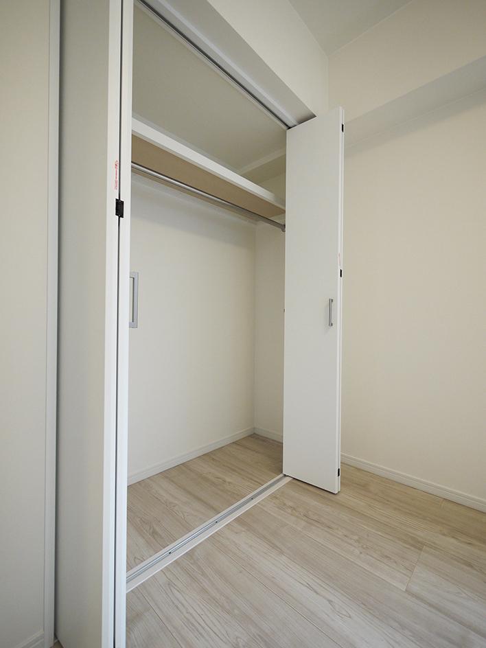 237-洋室1収納
