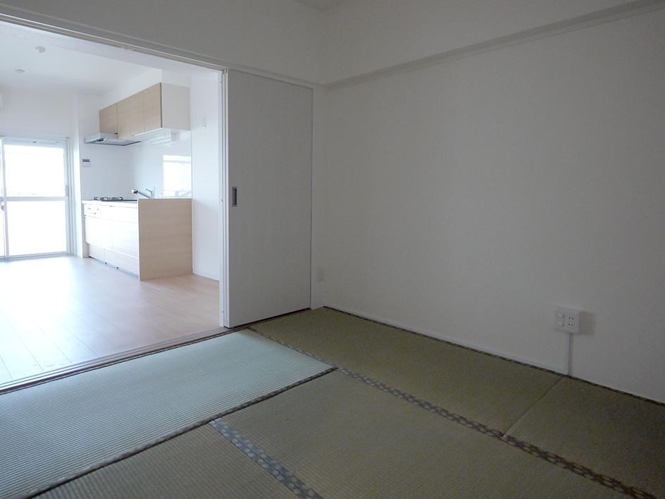 240業平橋住宅-和室からキッチン