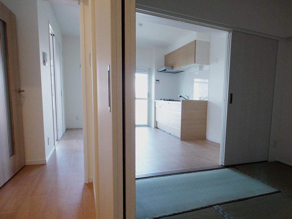 240業平橋住宅-廊下から和室