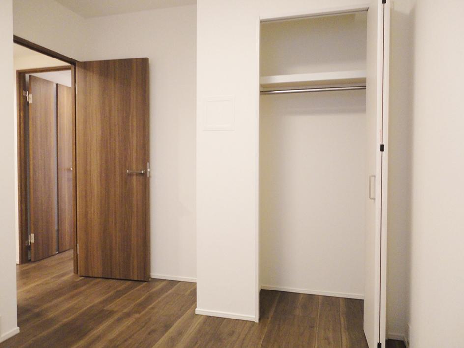 247-洋室1収納