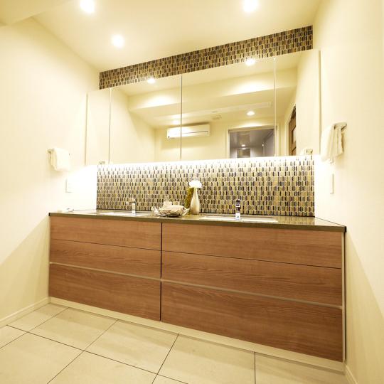 洋室部分を縮小して広い洗面室に