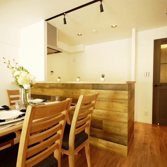 ヴィンテージな木目のキッチン