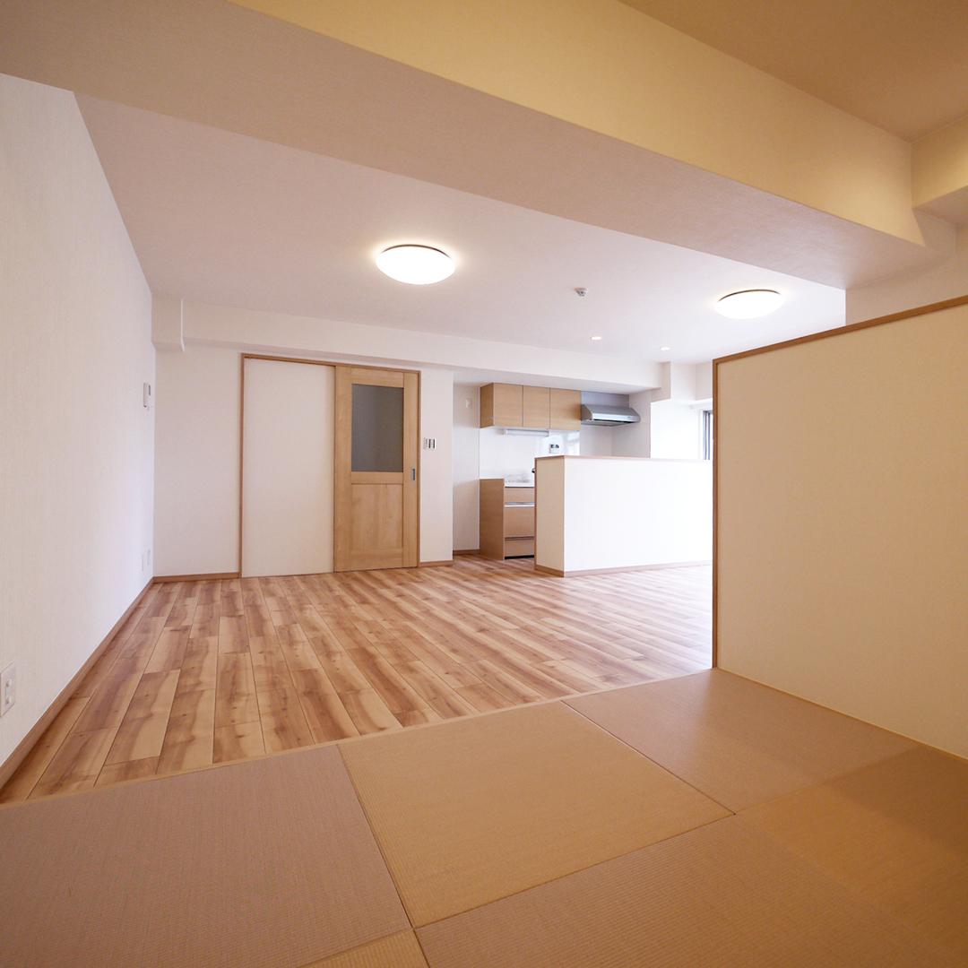 畳コーナーと書斎・ワークスペースのあるリビング