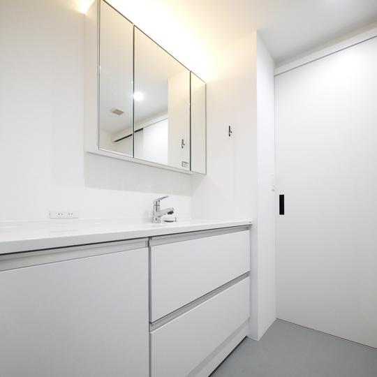 白い洗面室