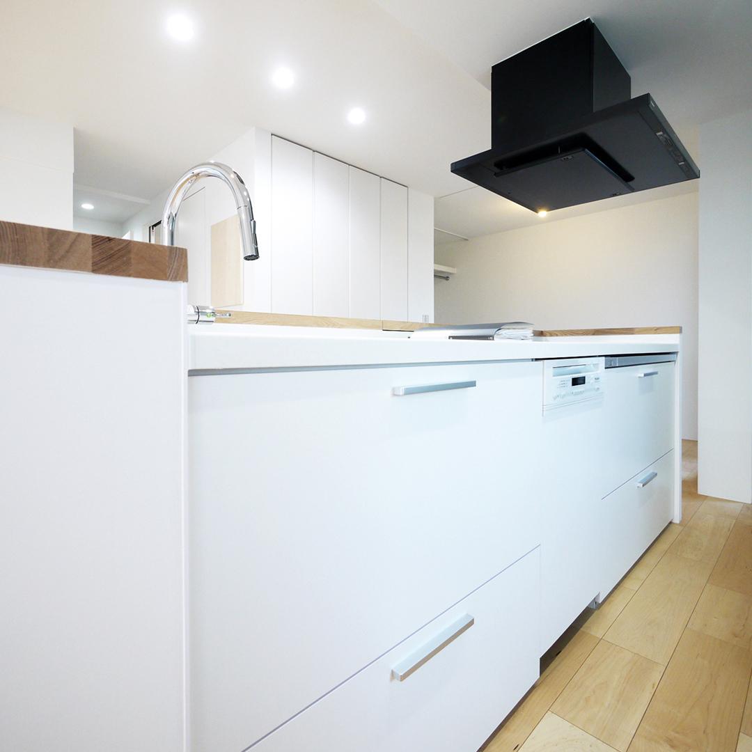 白いオープンキッチン