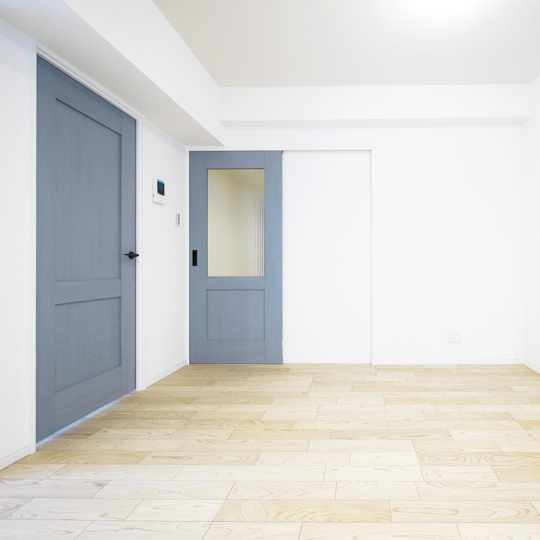 グレイッシュカラーの室内ドア